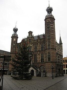 Cuypers restaureerde het stadhuis maar half.