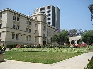 Caltech from California Boulevard. The foregro...
