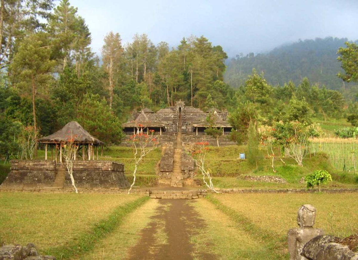Punden berundak  Wikipedia bahasa Indonesia ensiklopedia