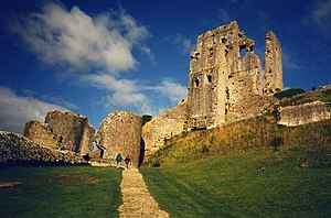 English: Entrance to Corfe Castle