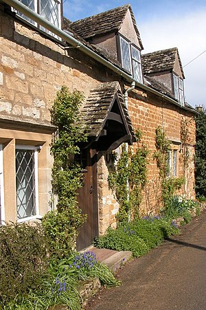 English: Cotswold stone cottage in Icomb Pictu...