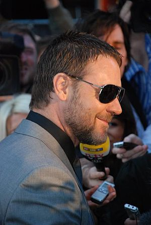 Russell Crowe at the State of Play premiere in...