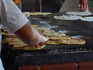 English: Tortillas being made in Old Town San ...