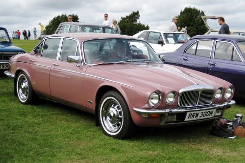 small resolution of file daimler sovereign based on xj6 series ii 4325cc first registered march 1974 jpg