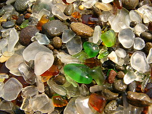 English: The Glass beach in Fort Bragg, Califo...