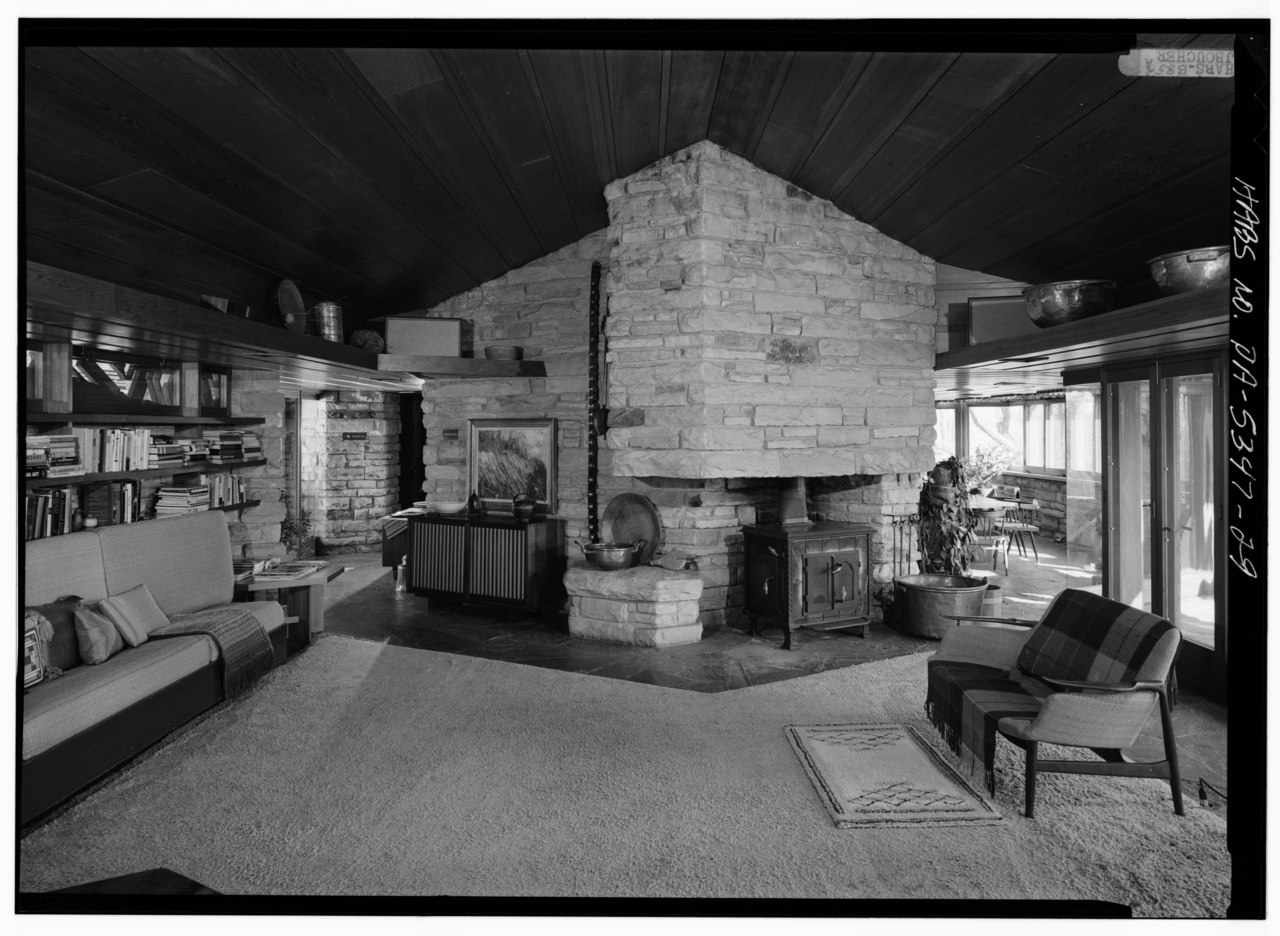 FileINTERIOR VIEW IN SOUTH LIVING ROOM SHOWING
