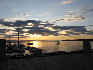 English: Sunset on Lake Champlain