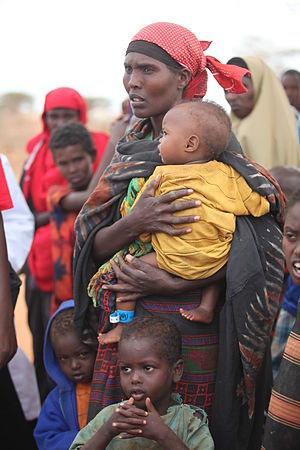 English: Women and children waiting to enter D...