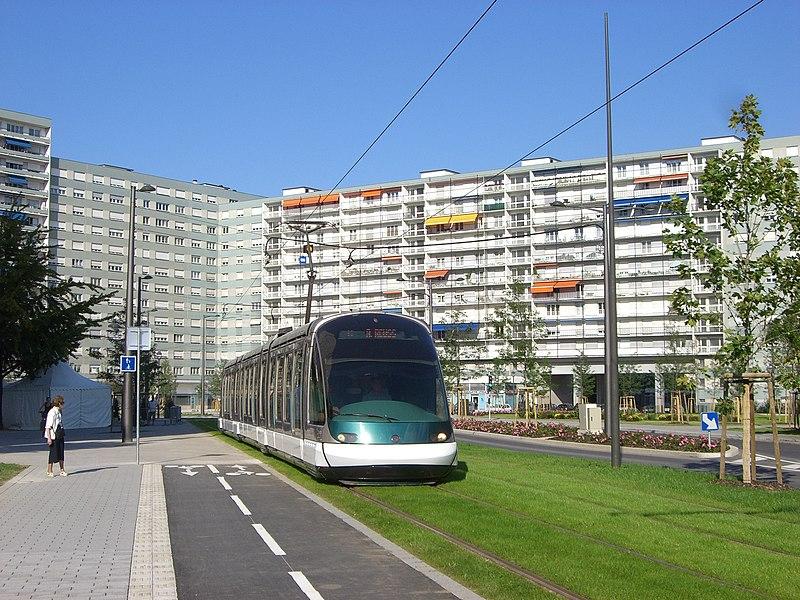File:Strasbourg - Straßenbahn - Stadtumgestaltung.jpg
