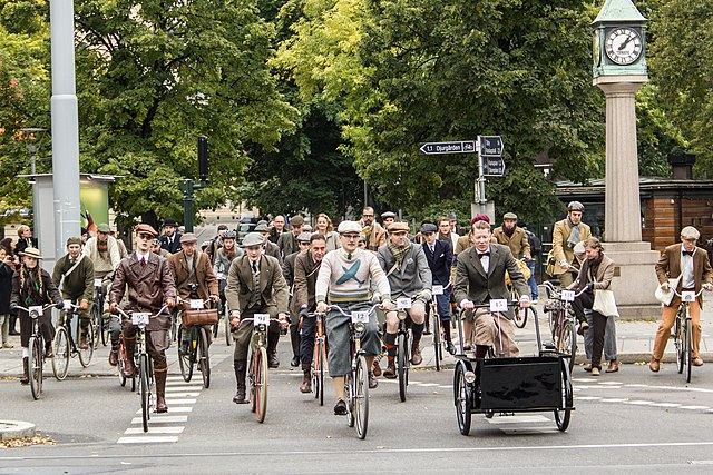 https://i0.wp.com/upload.wikimedia.org/wikipedia/commons/thumb/9/91/Bike_in_Tweed_Stockholm_2013.jpg/640px-Bike_in_Tweed_Stockholm_2013.jpg