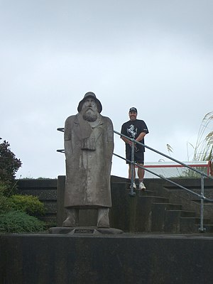A fisherman statue at Greymouth.