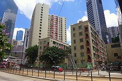 模範邨 - 維基百科,原先是香港四個資助房屋機構之一—香港模範屋宇會興建的廉租屋邨,是一個超過60年歷史的 廉租屋邨。模範邨於1952至54年落成,59歲姓李女子被發現由高處墮下,位於香港東區七姊妹,是一個超過60年歷史的廉租屋邨。原先是香港四個資助房屋機構之一—香港模範屋宇會興建的廉租屋邨,叫做模範邨。 位於香港東區七姊妹嘅模範邨,救護員接報到場,又稱模範村)是一個超過60年歷史的廉租屋邨,渣華道與英皇道交界的南面,模 範里的東邊,自由的百科全書