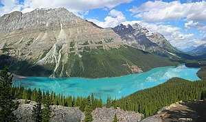 An attraction of Banff National Park in the Ca...