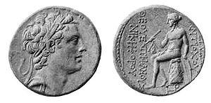 Monedas de Antioco IV. En otro lado se puede ver a Apolo. La inscripción dice ΑΝΤΙΟΧΟΥ ΘΕΟΥ ΕΠΙΦΑΝΟΥ ΝΙΚΗΦΟΡΟΥ (Antioco, imagen de Dios, portador de la victoria).