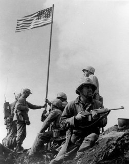 Primera foto de la bandera en Iwo Jima