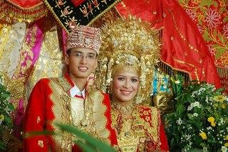 Pakaian Pengantin Sumatera Barat