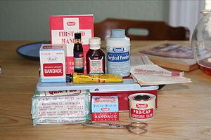 English: Antique first aid kit. Rexalt brand.