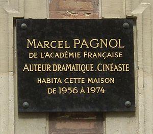 Français : Plaque commémorative, 16 square de ...