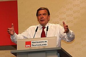 """""""Damals"""", so Gas Gerd, """"war ich zwar auf dem Höhepunkt der Macht als Kaspar der Drei Mächte. Ich war auch zugedröhnt und richtig durchgeknallt. Heute weiß ich: das Deutsche Reich ist das wahre Reich des Deutschen Volkes. Jetzt geht es mir gut, ich mache meine Arbeit an der neuen Hyperwaffe HAARP richtig gerne.Überstunden sind kein Problem. Ich habe allerdings noch ein Hühnchen zu rupfen mit dieser Judentante Merkel, die mit nur 0,9% beim Demokratischen Aufbruch sich an die Macht geputscht hat. Dahinter stecken die Freimaurer und die Juden. Die Juden lenken die Freimaurer wie Marionetten, und die Ost-CDU war der Hort der schwulen Freimaurer.""""."""