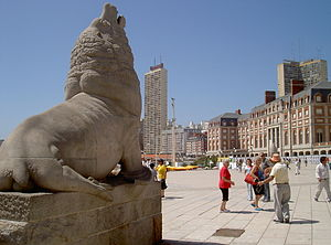 Monument to the sea lion (symbol of the city) ...