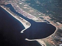 https://i0.wp.com/upload.wikimedia.org/wikipedia/commons/thumb/9/95/Gioiatauro_seaport.jpg/250px-Gioiatauro_seaport.jpg