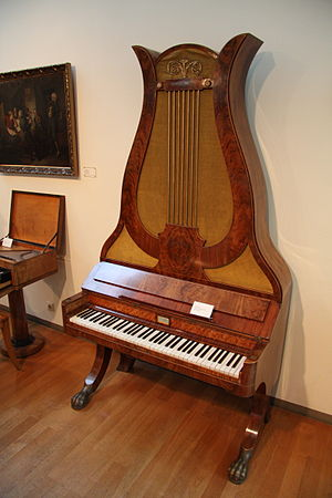 English: Lyre piano (Berlin, around 1840) at t...