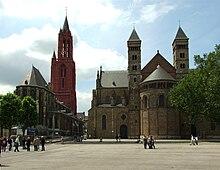 Sint Jan en Sint Servaas, twee beeldbepalende kerken aan het Vrijthof in Maastricht.