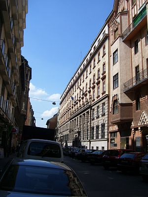 Magyar: Budapest, VII. Akácfa utca 15-21 BKV s...