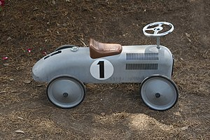 A grey toy car, n°1