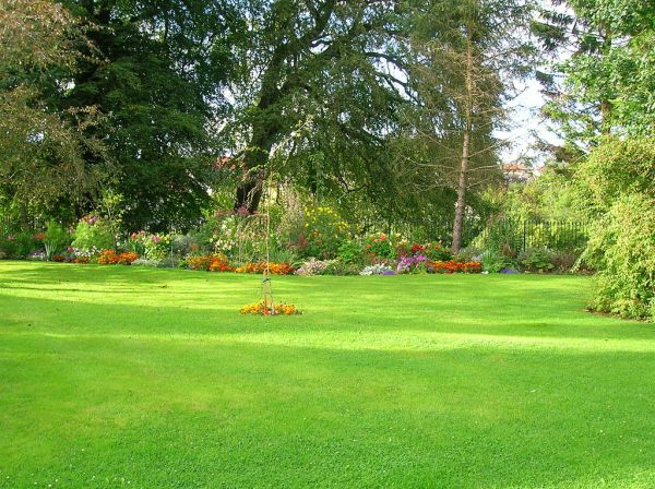 file kilmaurs place lawn and flower