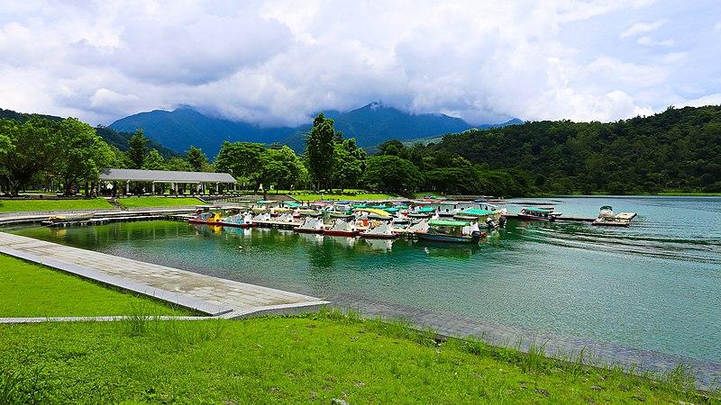 File:Liyu Lake. Shoufeng Township. Hualien County (Taiwan).jpg - 維基百科。自由的百科全書