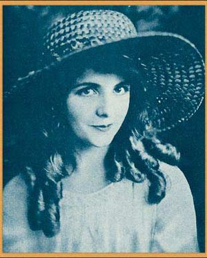 Publicity photo of Olive Thomas from Who's Who...