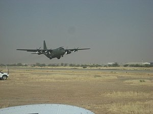 English: Airplane landing in Abéché, Tchad