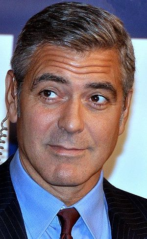 English: George Clooney at the Paris premiere ...