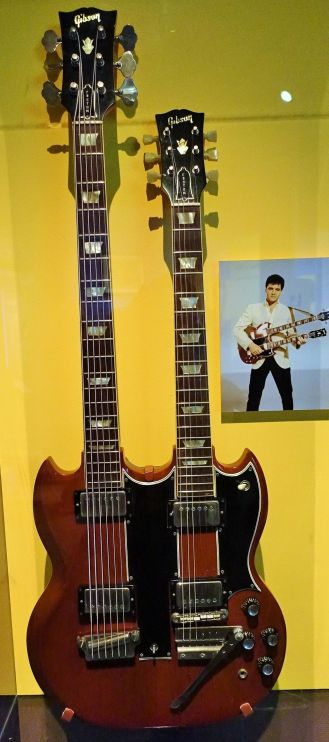 Rock and Roll Hall of Fame - Elvis Presley