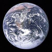 Imagem a cores da Terra, tal como vista da Apollo 17.