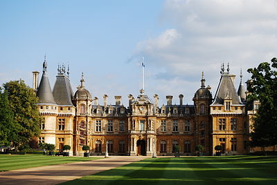 https://i0.wp.com/upload.wikimedia.org/wikipedia/commons/thumb/9/97/WaddesdonManor.JPG/400px-WaddesdonManor.JPG