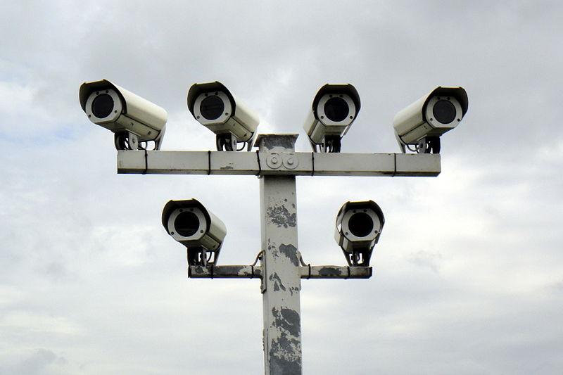 File:Überwachungskameras Autohof in Thüringen an A9 03.06.2013 10-07-08.JPG