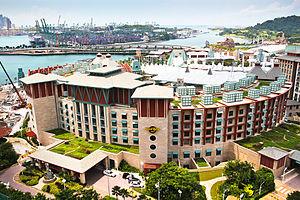 English: Hard Rock Hotel and port of Singapore.