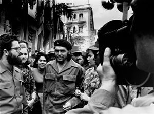 Alberto Korda taking a picture of Che Guevara ...