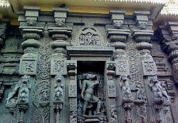 File:Lord Varaha stonecarved statue at Simhachalam temple.jpg