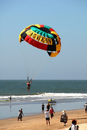 English: Parasailing in MAZATLAN