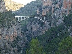 Puente sobre el R�o Turia a su paso por Las Rinconadas (Santa Cruz de Moya).