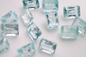 English: Blue Topaz gemstones with inclusion.