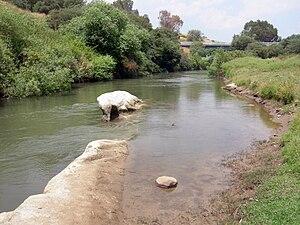 English: Bnot Ya'akov Bridge over the Jordan R...