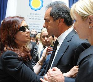 Español: El gobernador bonaerense Daniel Sciol...
