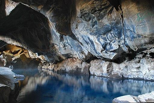 Zone de confort du généalogiste, le lac aux touristes. Lac souterrain, Underground lake