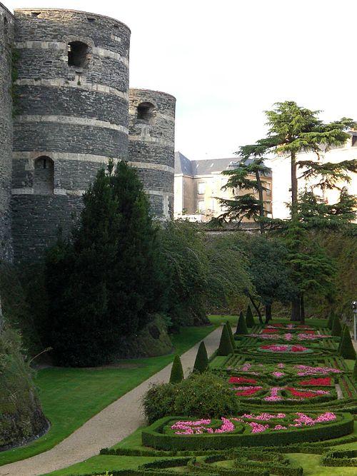 Range jardin chateau angers multicolore tour