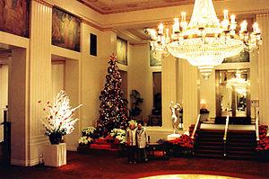 English: Park Avenue foyer of the Waldorf=Asto...