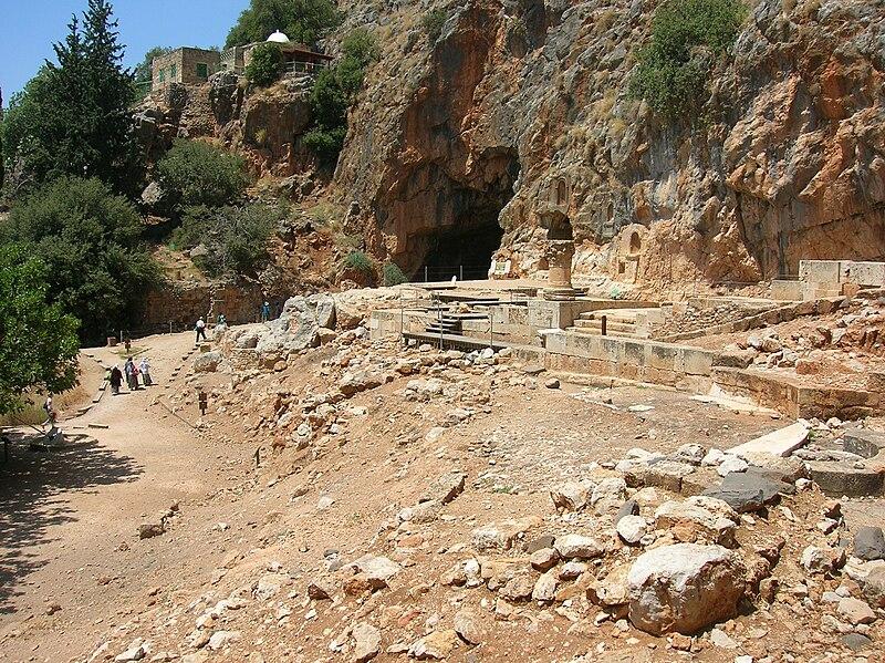 Nur ad-Din fait la conquête de Baniyas en 1164 et fait prisonnier Josselin III d'Édesse. Josselin va rester en captivité jusqu'en 1176, il reprend alors une partie de ses domaines.